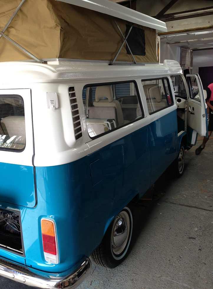 VW KOMBI - 72 Lowlight Side