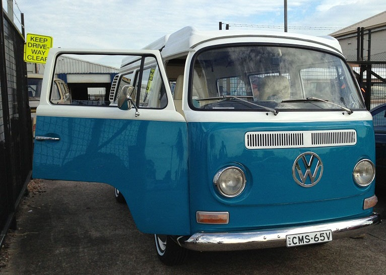 VW KOMBI - 72 Lowlight FrontSide